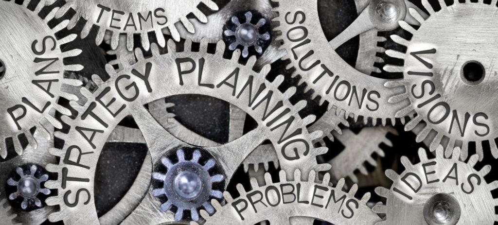 Wendbaarheid, innovatie- en daadkracht vormen kerncompetenties voor toekomstbestendige en impactvol opererende organisaties. Deze competenties dienen eigen gemaakt te worden binnen de pijlers waarop iedere organisatie opereert: leiderschap, strategievorming, organisatie-inrichting en bedrijfsvoering. In dit artikel gaan we nader in op het strategieproces.